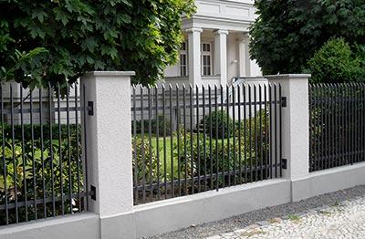 Ferrum Berlin Zaune Aus Schmiedeeisen Historische Zaune Und Mehr
